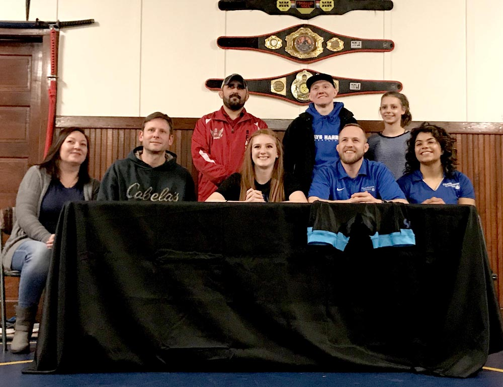 Cruiser  wrestler Branson signs letter of intent to grapple in college